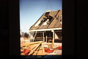 Sörlyckan: En takkupa lyfts på plats.